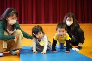 キッズ写真館に新しい写真(5/21体操の先生と遊ぼう)をアップしました。